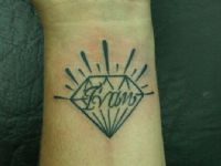Ivan-nombre-name-diamante-diamond-tattoo-tatuaje-amor-de-madre-zamora