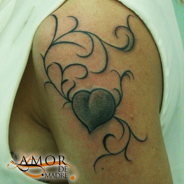 Corazon-heart-filigrana-sombras-shadows-tattoo-tatuaje-amor-de-madre-zamora